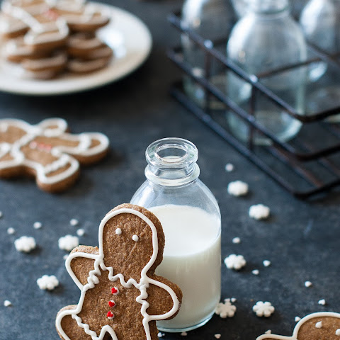 Gingerbread Cookies Recipe {Paleo, Gluten Free, Clean Eating, Dairy Free, Vegan}