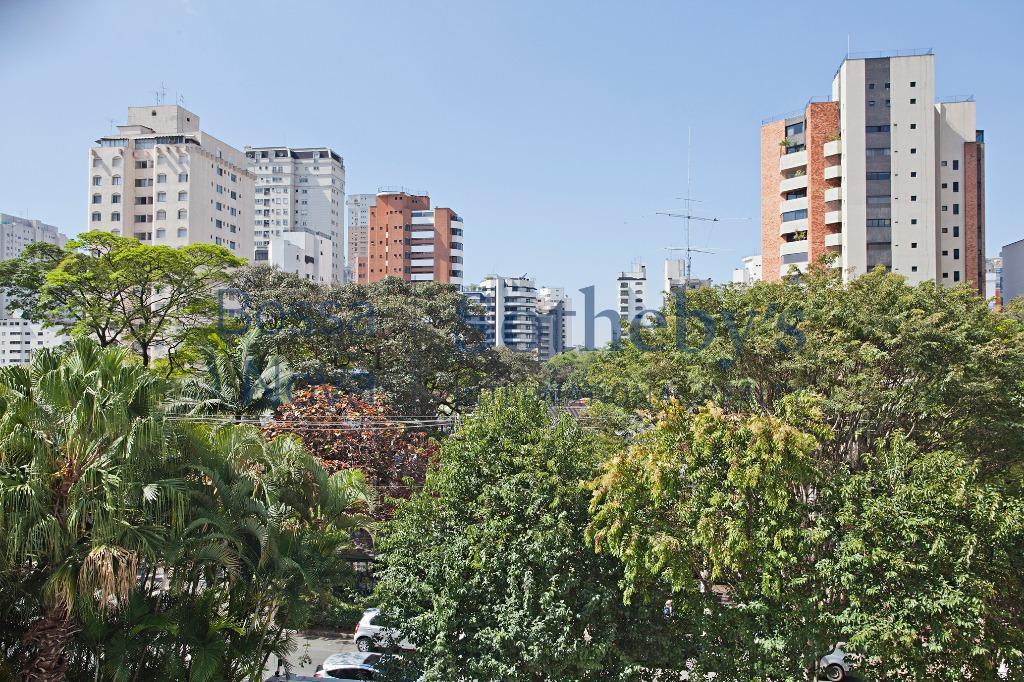 Apartamento com luminosidade e terraços