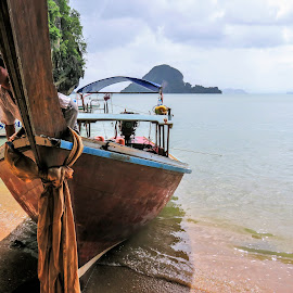 Zarpar by Fernanda Paixão - Landscapes Travel ( water, sky, blue, thailand, sea, beach, boat, man )
