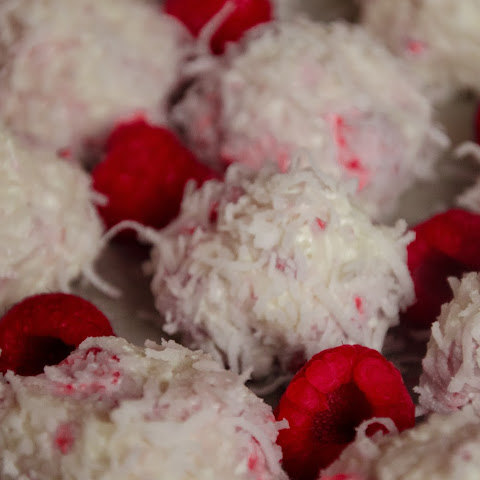 No-Bake Raspberry White Chocolate Cheesecake Bites