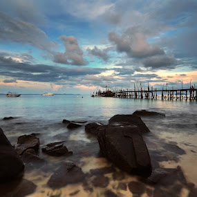 Tinggi Island Mersing Johor by Fairuzee Ramlee - Landscapes Waterscapes ( water, sunsrise, waterscape, landscape, island )
