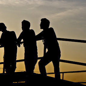 3 peoples silhouette by Mohd Hisyam Saleh - People Street & Candids ( 3, silhouette.bridge, peoples, nikon )