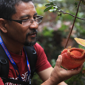 Man and Nepenthes Mirabilis by Redzal Amzah - News & Events World Events