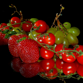 grape,tomatoes and strawberry by LADOCKi Elvira - Food & Drink Fruits & Vegetables ( fruits )
