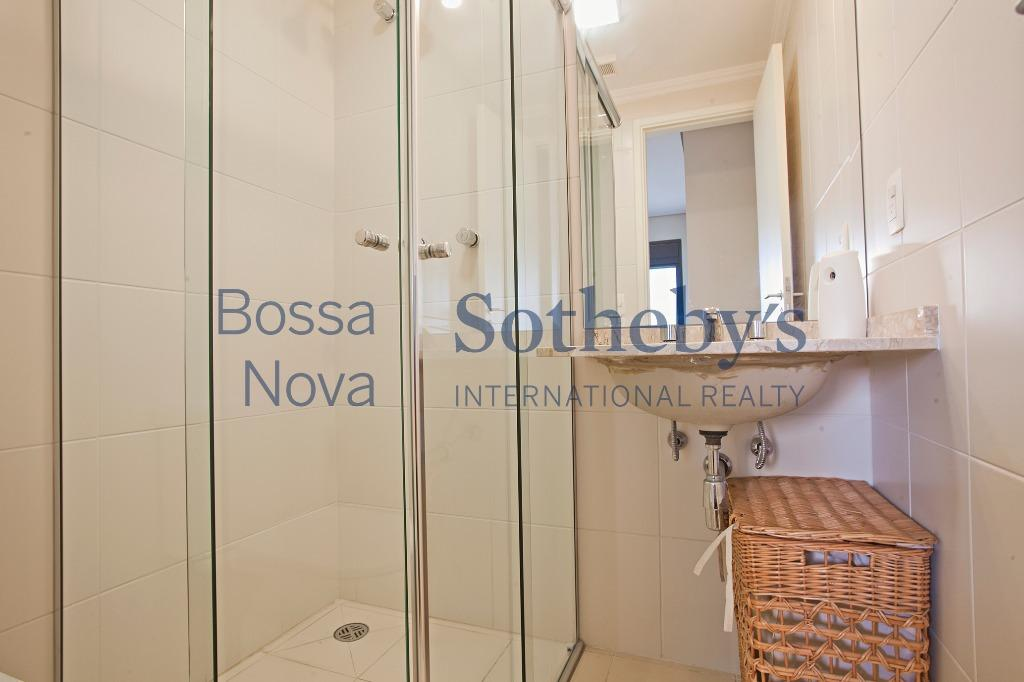 Apartamento totalmente mobiliado e equipado para locação, Brooklin, São Paulo.