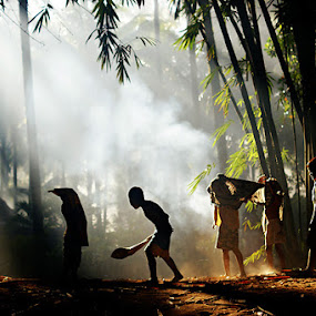 Playing by Bli Gede Bagoes IGPWT - Babies & Children Children Candids
