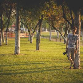 Photoshoot sunset by Dura Elisei - People Portraits of Men ( tree, grass, green, shadow, sunset, photographer, landscape, light )