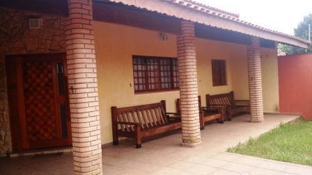 Casa com piscina em Itanhaém.