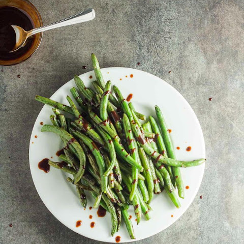 Hoisin Sriracha Green Beans
