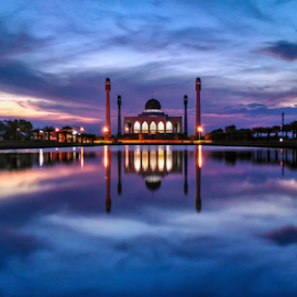 Central Mosque of Songkhla by Roslan Hashim - Instagram & Mobile Android ( mosque, thailand, lake, travel, places, landscape, dusk, landmark, landmarks, sunset, landscape photography, monument, songkhla, travel photography,  )