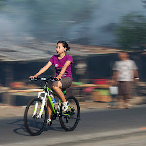 Cycling ... by Nyoto Nugroho Poospo - People Street & Candids