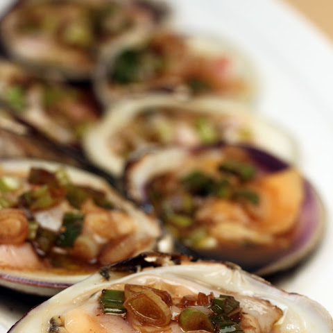 Top Neck Clams with Vinegar and Scallion Sauce