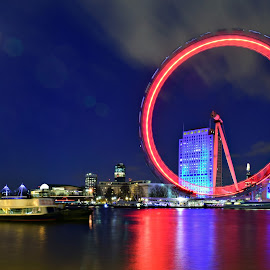 Wheel of fire by Matthieu Vermersch - Novices Only Landscapes ( london eye, colourful, wheel, london, night,  )