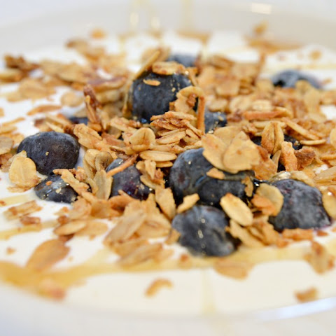 Crunchy Coconut and Oat Granola