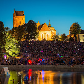 Waiting for the concert by Marcin Frąckiewicz - City,  Street & Park  City Parks ( night )