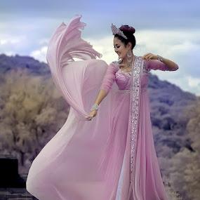 ... kemebyar ... by A. Damardono - People Fashion