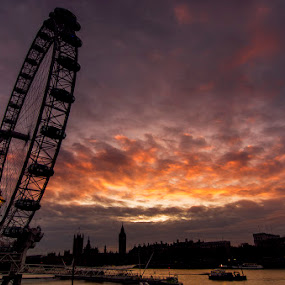 by Luca Rosacuta - City,  Street & Park  Skylines ( london, sunset )