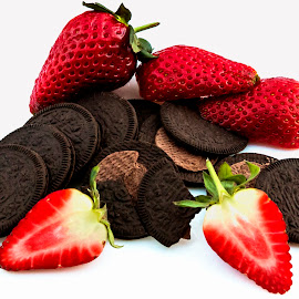 Berries and oreos, great color by Luz UK - Food & Drink Fruits & Vegetables ( fruit, red, oreos, strawberry, berries )