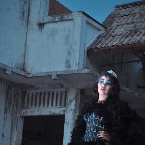 putri kegelapan by Yupi Gokilz Kym'c - News & Events US Events ( memimpin dan cantik, kejam, angker, gelap )