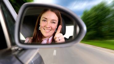 Woman_Driving_A_Car_24