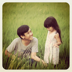 by Adianca Ridhani - Instagram & Mobile iPhone ( green, moment, daughter, picsoftheday, picsta, son, ricefield, iphonesia, cute, photooftheday, sister, instahub, girl, nature, indonesia, brother, boy, littlegirl )