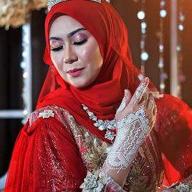 White Henna by Budin DaneCreative - Wedding Bride ( kahwin, henna, white henna, wedding, malay, malaysia, perkahwinan, bride, red dress )
