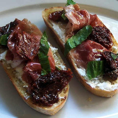 Sun Dried Tomato Prosciutto and Goat Cheese Bruschetta