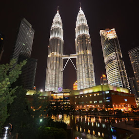 twin tower by 思远 郭 - Travel Locations Landmarks ( building, pwclandmarks, night view, malaysia, twin tower )