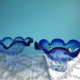 Blue glass bowls by Maricor Bayotas-Brizzi - Artistic Objects Glass