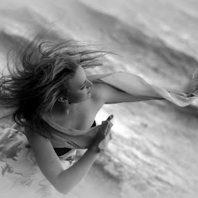 Beach dancing by Lillian Utstrand Gulliksen - Black & White Portraits & People ( windandwaves, ocean, seaside, beach, dance )