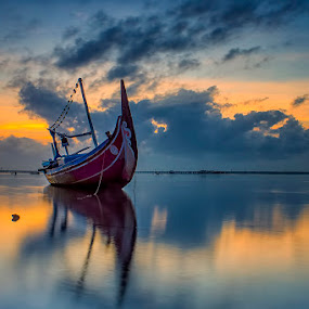 .:: burned ::. by Setyawan B. Prasodjo - Transportation Boats