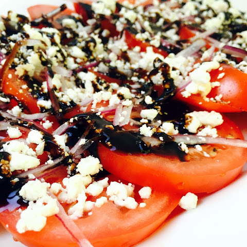 5-Minute Tomato Salad w. Goat Cheese, Red Onions & Balsamic Glaze
