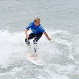 by Dee Schindler VanBilliard - Sports & Fitness Surfing