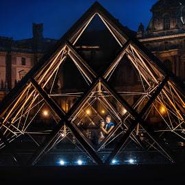 Paris lights by DMYTRO SOBOKAR - Wedding Bride & Groom ( weddingphotography, art, photo, weddingphotographer, geometry, lights, sobokar.com, paris, wedding, pentaxk1, sobokar, france, bride, groom, weddingphoto )