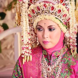 wait by Iqbal Gautama - Wedding Bride ( canon, wedding photography, wedding, indonesia, photographer, wedding dress, bride, people,  )