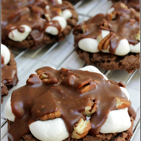 Mississippi Mud Cookies |Rich gooey chocolate pecan cookie.
