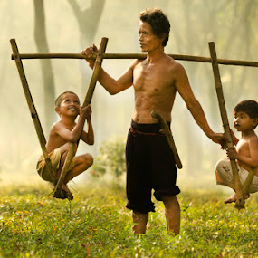 by Suardhito Pratama - People Family ( dad with kids )