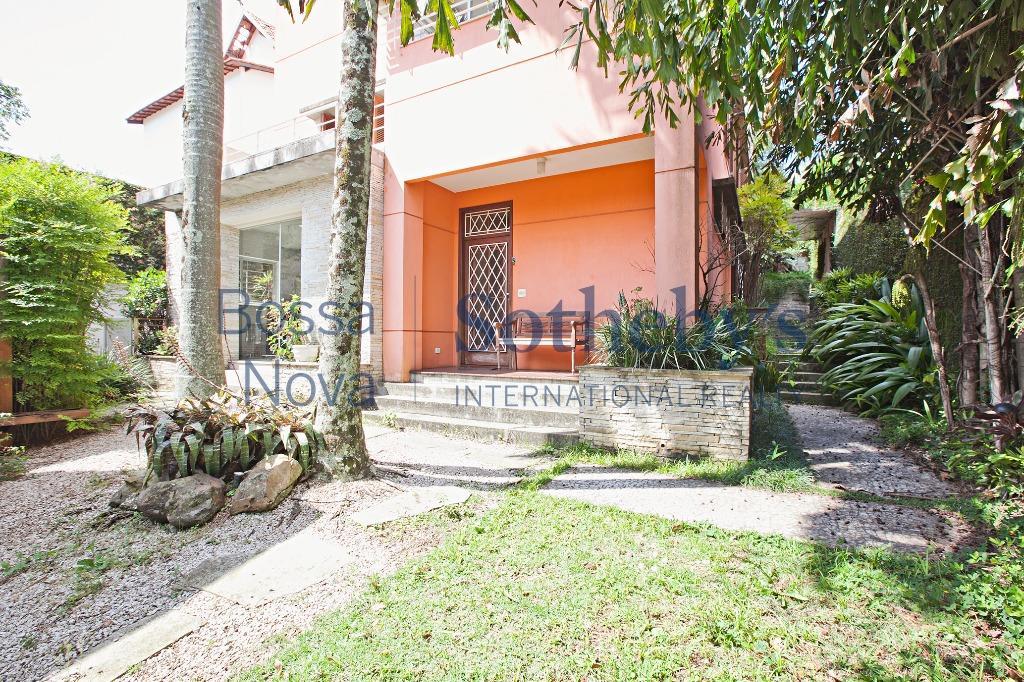 Casa charmosa em rua tranquila do Sumaré