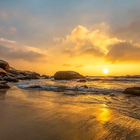 Sunrise in Ilhota Beach by Rqserra Henrique - Landscapes Beaches ( sunrise, reflexion, rocks, beach, clouds, sun, rqserra )