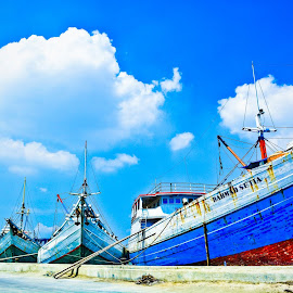 Bersandar by Hendra Kusworo - Transportation Boats