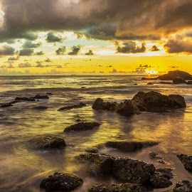 LE Sunrise - Bravo Beach by Rqserra Henrique - Landscapes Waterscapes ( sunrise, brazil, rocks, longexposure, clouds, sun, rqserra )