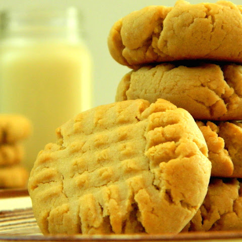 Low Sugar Classic Peanut Butter Cookies