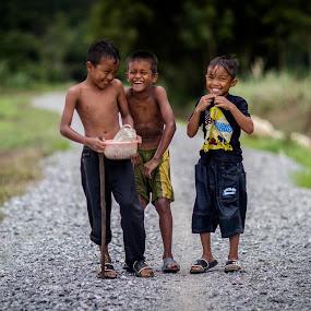 Real Kampung Boy by RiNeo aFnIzAn - Babies & Children Children Candids ( field, hobby, boy )