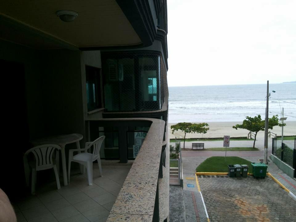 apartamento locação temporada Frente Mar 3 Dormitórios com Churrasqueira na sacada.