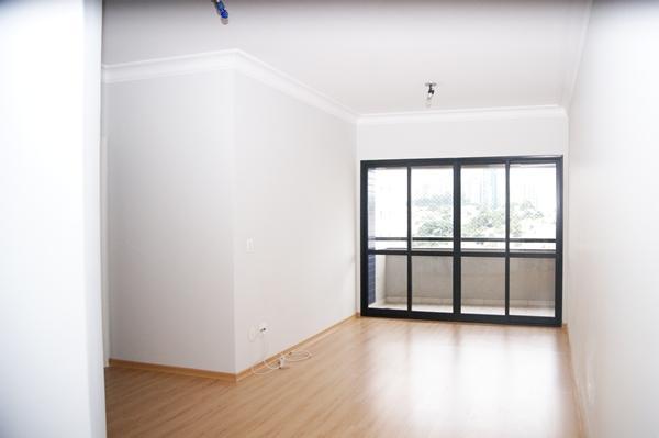 Apartamento com 3 dormitórios para alugar, 86 m² por R$ 2.500,00/mês - Empresarial 18 do Forte - Barueri/SP