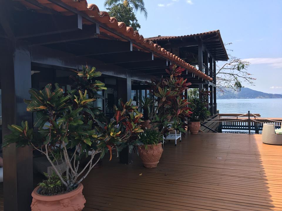 Angra dos Reis - Casa Linda e Luxuosa na beira da Praia 06 Suítes Pier Heliponto Elevador para Venda.