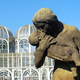 Estatua Amor Materno by Reginaldo Levinski Da Silva - City,  Street & Park  City Parks