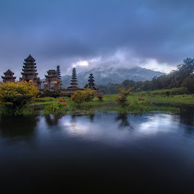 Tamblingan Temple.jpg