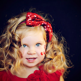 wonder by Vitalijus Vasiliauskas - Babies & Children Child Portraits ( red, girl, portraits of women, cute, portrait )