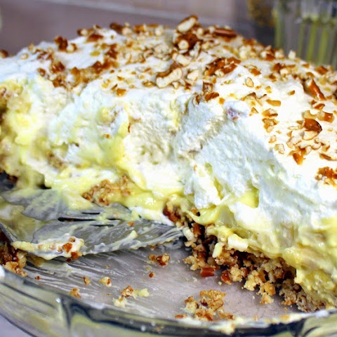 Mile High BANANA CREAM PIE With Pretzel Crust